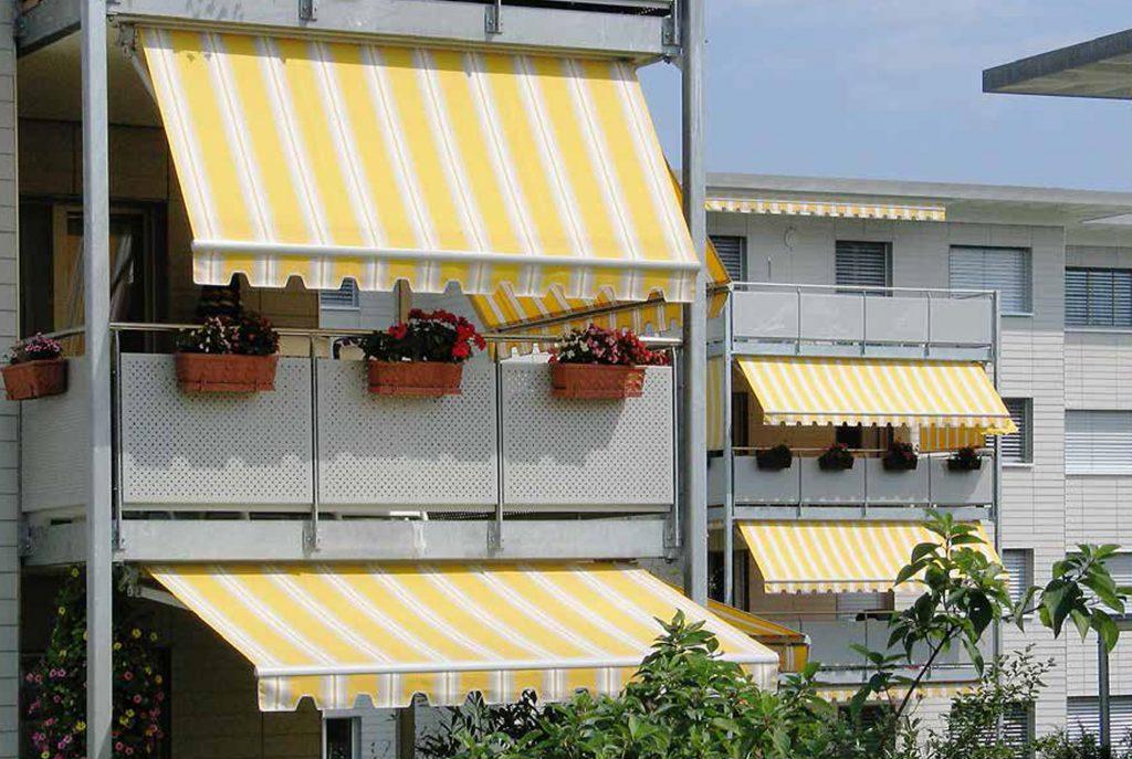 Kazetové markýzy na balkonech
