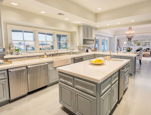 Bílá kuchyně podle Jennifer loper | Zdroj: www.homebunch.com