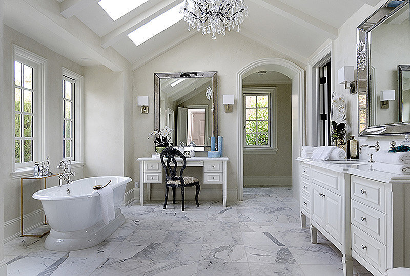 Jedna z koupelen v rezidenci Kim Kardashian | Zdroj: www.popsugar.com