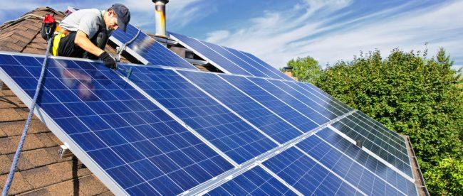 fotovoltaické panely na rodinném domě